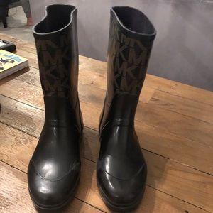 Short Michael Kors Rainboots! Size 8